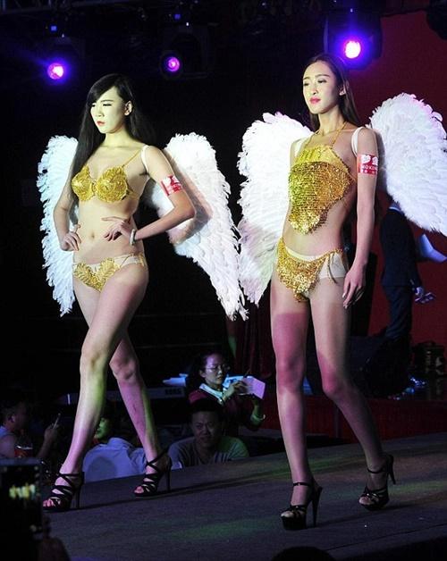 Đại gia chi 1,3 tỷ sắm bikini dát vàng 3
