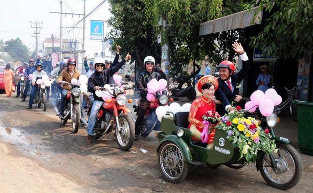 Độc đáo đám cưới rước dâu bằng dàn 'siêu xe' Minsk 1