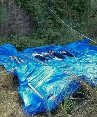 Đào xong mộ lớn, gia đình 7 người cùng rơi xuống hồ chết thảm 1