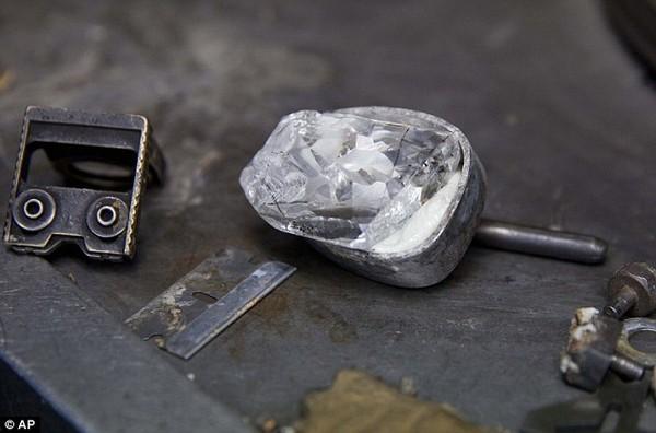 Chiêm ngưỡng viên kim cương 100 carat có giá hơn 500 tỷ đồng 8