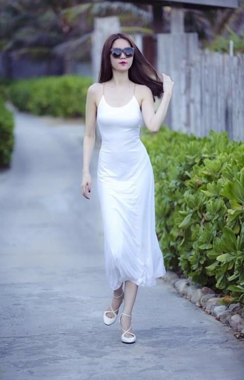 Sao Việt quyến rũ theo xu hướng thời trang hè với váy, áo hai dây 5