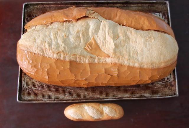 Bánh mì nặng 2kg giá 70 nghìn ở Sài Gòn 1