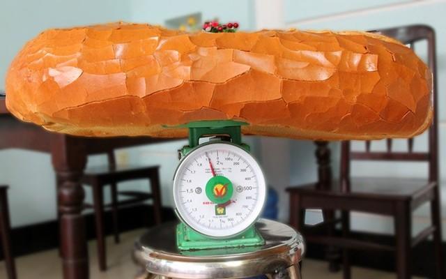 Bánh mì nặng 2kg giá 70 nghìn ở Sài Gòn 2