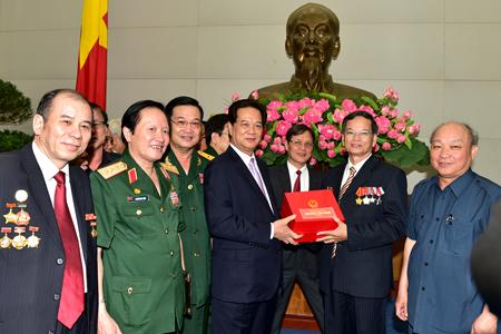 Thủ tướng Nguyễn Tấn Dũng gặp mặt Hội Chiến sỹ Thành cổ Quảng Trị 1