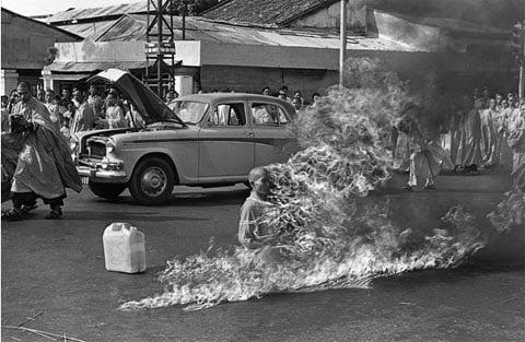 Những hình ảnh rúng động về chiến tranh Việt Nam trên báo nước ngoài 1