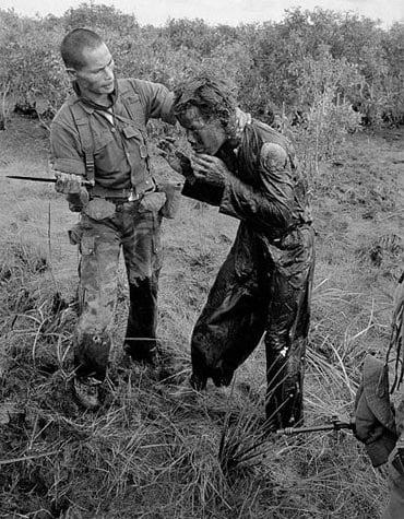 Những hình ảnh rúng động về chiến tranh Việt Nam trên báo nước ngoài 2