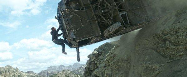 Tiết lộ cảnh hậu trường nguy hiểm trong Fast & Furious 7 2