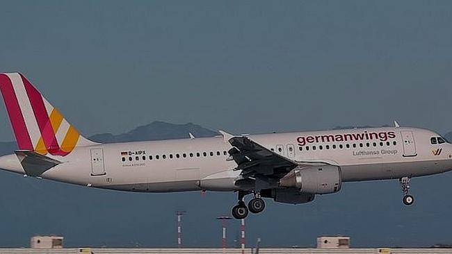 Giả làm thân nhân hành khách máy bay rơi để bay tới Pháp miễn phí 1