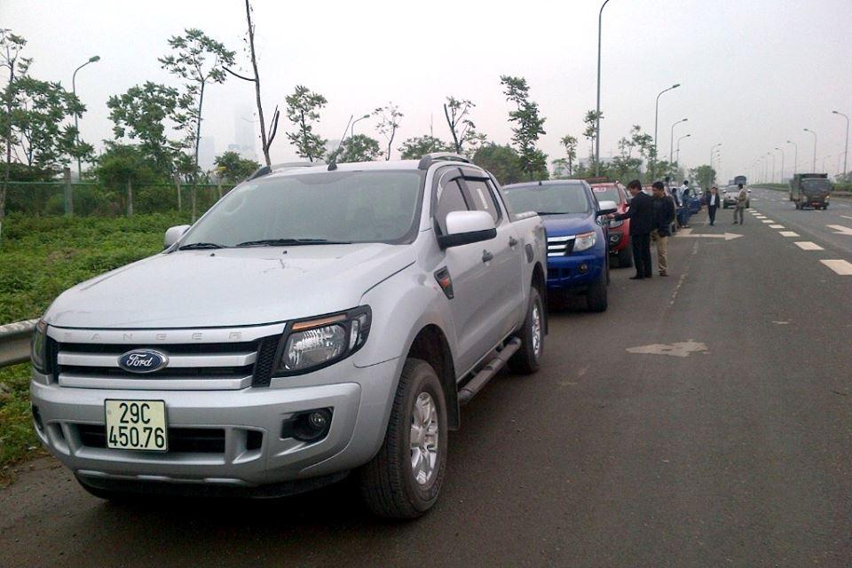 Màn rước dâu bằng 18 xe bán tải độc đáo ở Hà Nội  4