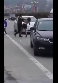 Video: Cô gái trẻ nhảy cầu tự tử sau khi cãi nhau với người yêu 1