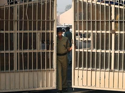 Người đàn ông ngồi tù thuê với giá 100.000 đồng/ngày 1