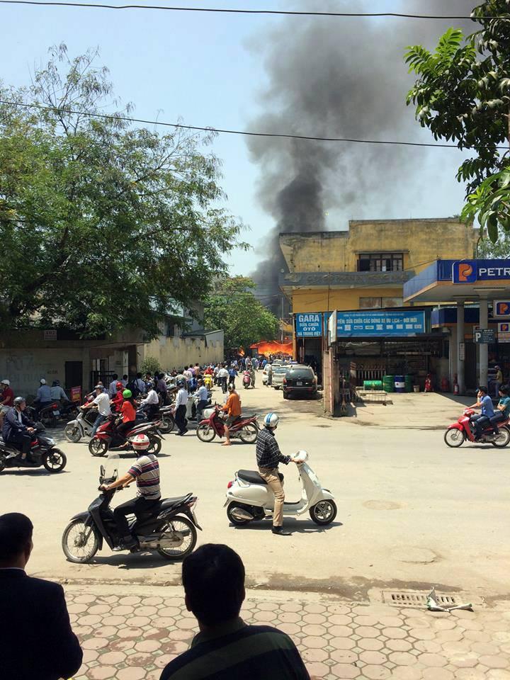 Cháy lớn tại công ty in, 10 người thoát khỏi tử thần trong gang tấc 2