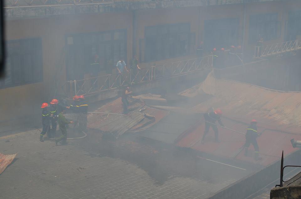 Cháy lớn tại công ty in, 10 người thoát khỏi tử thần trong gang tấc 3