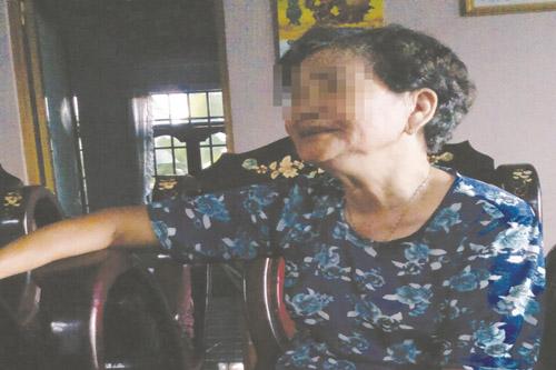 Bi kịch người đàn bà bị chồng bạo hành bằng dao và thuốc độc 1