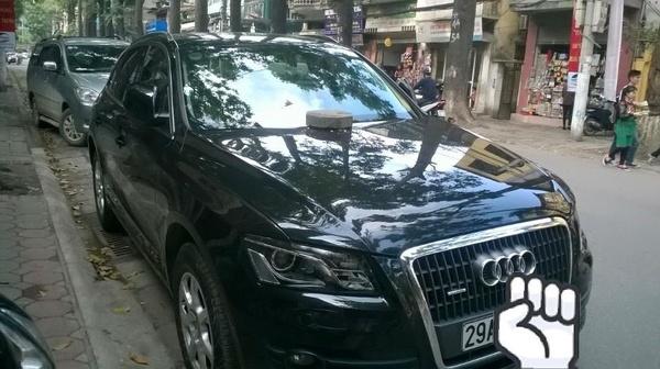 """Xế hộp Audi tiền tỷ bị """"ăn gạch"""" vì đỗ xe chặn cửa 2"""