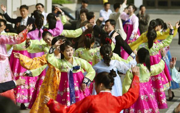 Video: Người Triều Tiên nhảy disco mừng sinh nhật lãnh tụ  3