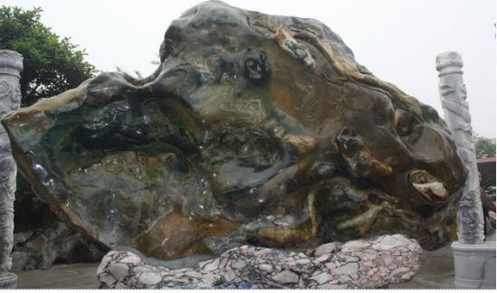 Từ chục tỷ, tảng đá bán quý nặng 30 tấn