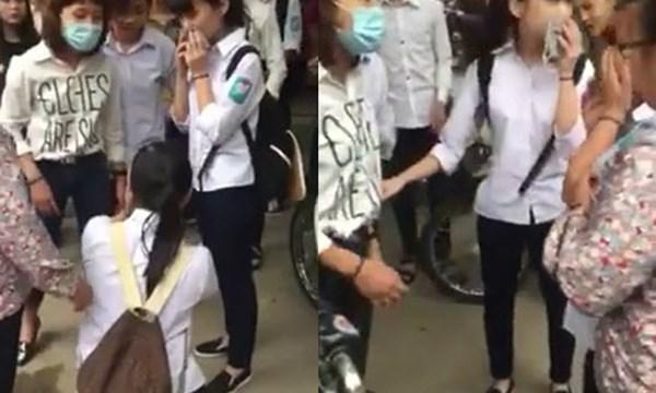 Clip: nữ sinh bị đánh, bắt quỳ trên phố vì chửi bạn 1