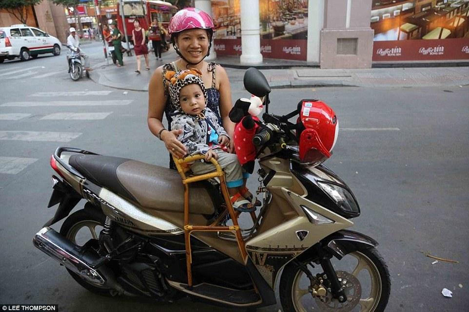 Cách sử dụng xe máy của Việt Nam khiến người nước ngoài sửng sốt 5
