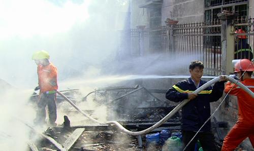 Đồng Tháp: Hỏa hoạn thiêu rụi 3 căn nhà, bé gái 9 tuổi tử vong 1
