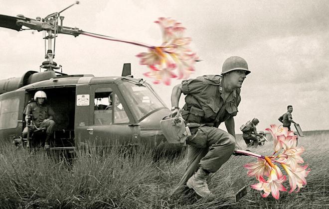 """Hình ảnh Triển lãm ảnh """"Hoa nơi chiến trường"""" bị tạm giữ số 4"""