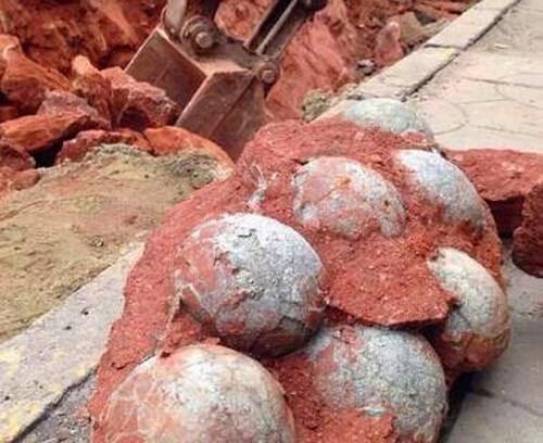 Đào đường, phát hiện 43 quả trứng khủng long hóa thạch 1