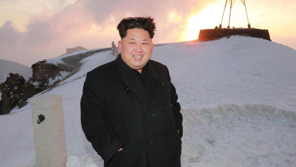 Kim Jong-un cười rạng rỡ trên đỉnh núi thiêng của Triều Tiên 3