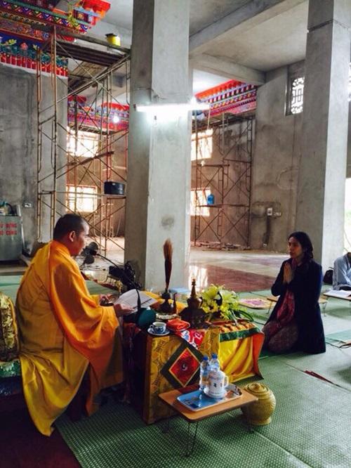 Công Vinh Quy y cửa Phật theo bà xã Thủy Tiên 3