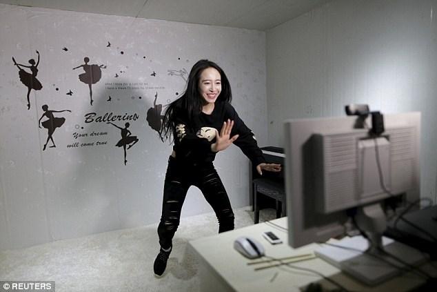 Hotgirl kiếm gần 40 triệu/tháng nhờ dịch vụ tâm tình 1