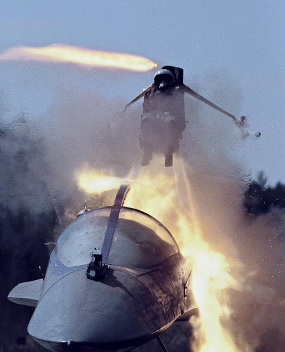 Su-22 của Không quân Việt Nam sử dụng hệ thống thoát hiểm nào? 5