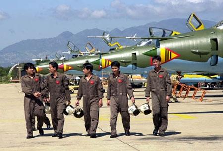 Su-22 của Không quân Việt Nam sử dụng hệ thống thoát hiểm nào? 6