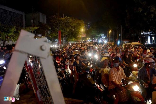 Cấm xe vào trung tâm, Sài Gòn ùn tắc nghiêm trọng  2