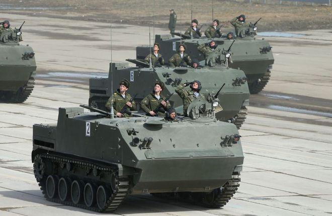 Cận cảnh vũ khí tối tân nhất của Nga trong cuộc diễu hành quân sự ở Moscow 4