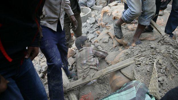 Gần 1.000 người thiệt mạng sau động đất 7,9 độ Richter ở Nepal 6