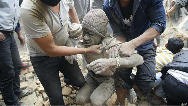 Gần 1.000 người thiệt mạng sau động đất 7,9 độ Richter ở Nepal 7