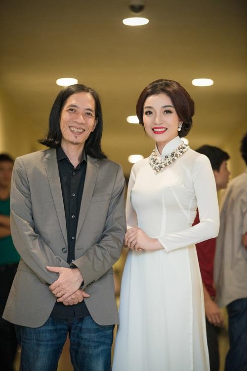 Phạm Thu Hà lay động khán giả với liên khúc nhạc cách mạng 7