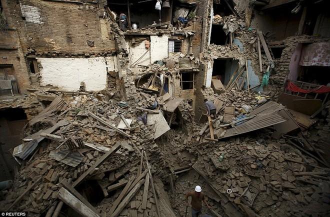 Ảnh: Tử thi nạn nhận động đất nằm la liệt trên đường phố Nepal 7
