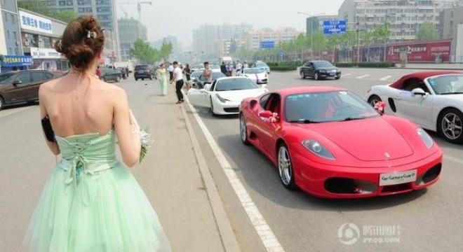 Đại gia Trung Quốc đón vợ Nga bằng dàn 30 xe sang  5