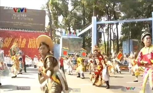 Trực tiếp: Lễ diễu binh, diễu hành kỷ niệm 40 năm giải phóng miền Nam thống nhất đất nước 2