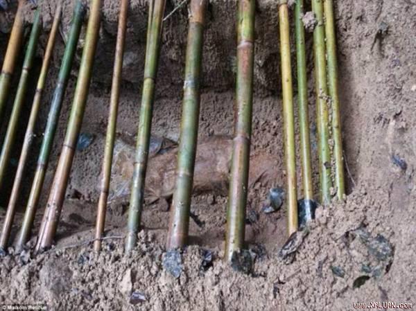 Rùng mình trước mộ chôn tập thể 26 người tại Thái Lan 1
