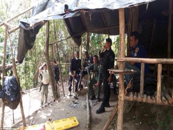 Rùng mình trước mộ chôn tập thể 26 người tại Thái Lan 8