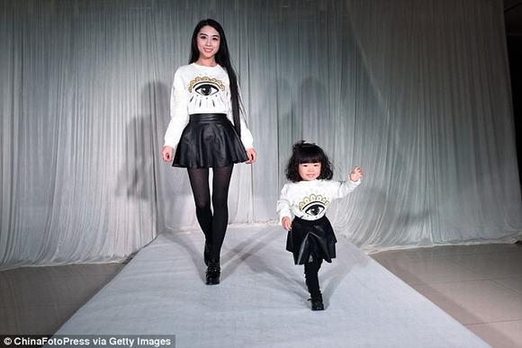 Nữ đại gia chi 3,5 tỷ đồng mua hàng hiệu cho con gái 2 tuổi 3