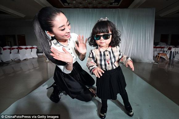 Nữ đại gia chi 3,5 tỷ đồng mua hàng hiệu cho con gái 2 tuổi 4