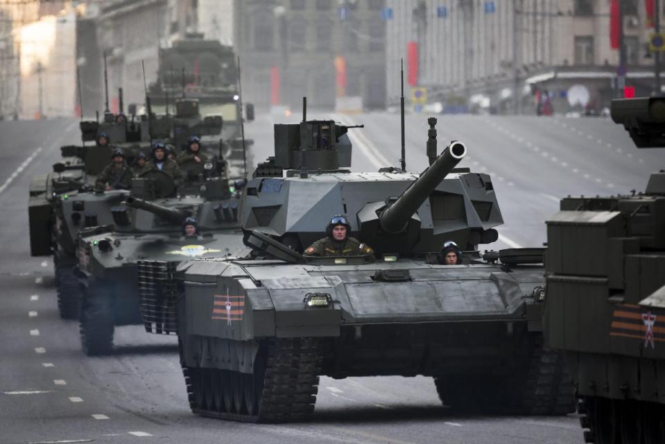 Siêu tăng khủng Armanta của Nga lần đầu xuất hiện trên phố 1