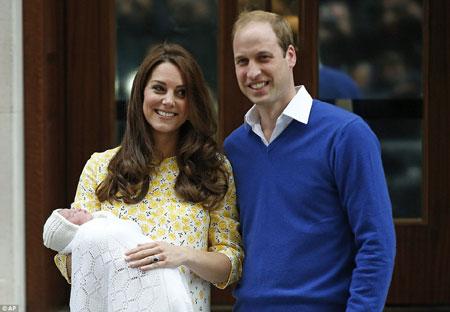 Tiểu công chúa nước Anh chính thức mang tên cụ và bà nội 1