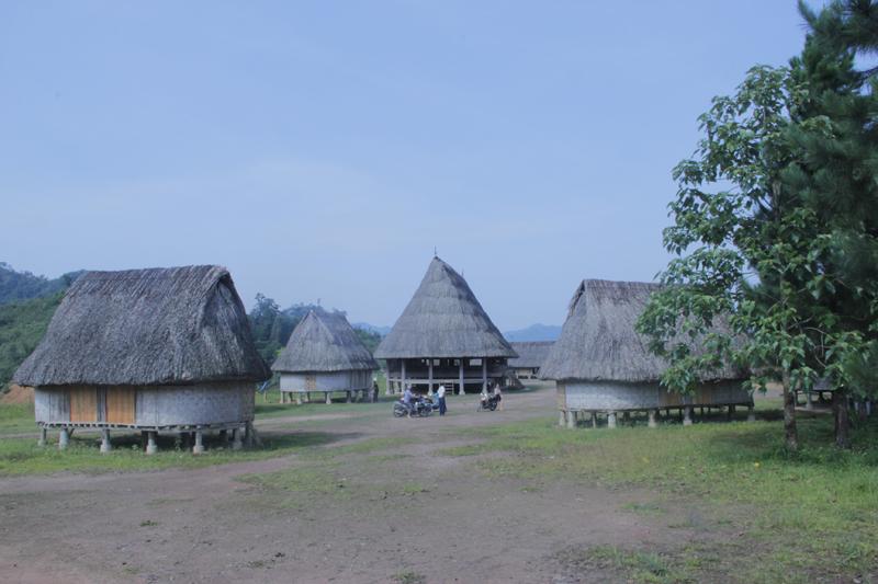Ngôi làng 'nhà tranh vách gỗ' trị giá gần 4 tỷ đồng  1