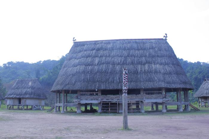Ngôi làng 'nhà tranh vách gỗ' trị giá gần 4 tỷ đồng  3