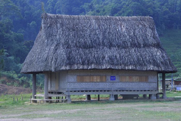 Ngôi làng 'nhà tranh vách gỗ' trị giá gần 4 tỷ đồng  6