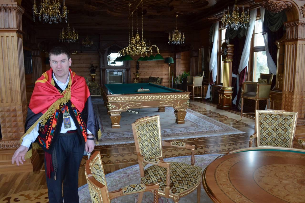 Ukraine giải mã bí ẩn về ổ bánh mì vàng trong dinh thự Yanukovych 7