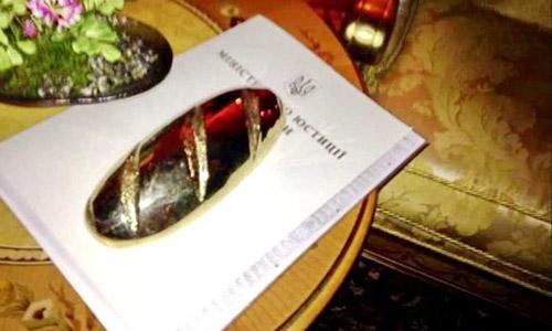 Ukraine giải mã bí ẩn về ổ bánh mì vàng trong dinh thự Yanukovych 5